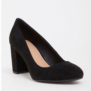 💗Torrid black faux suede pump size 9